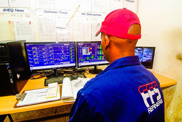 FFS Refinery worker